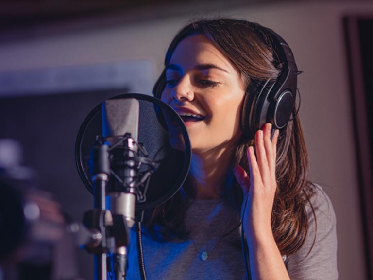 śpiewająca kobieta