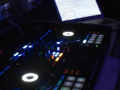 uruchomione stanowisko DJ