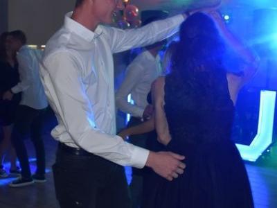 tańczący goście