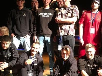 członkowie zespołu muzycznego w studiu nagraniowym